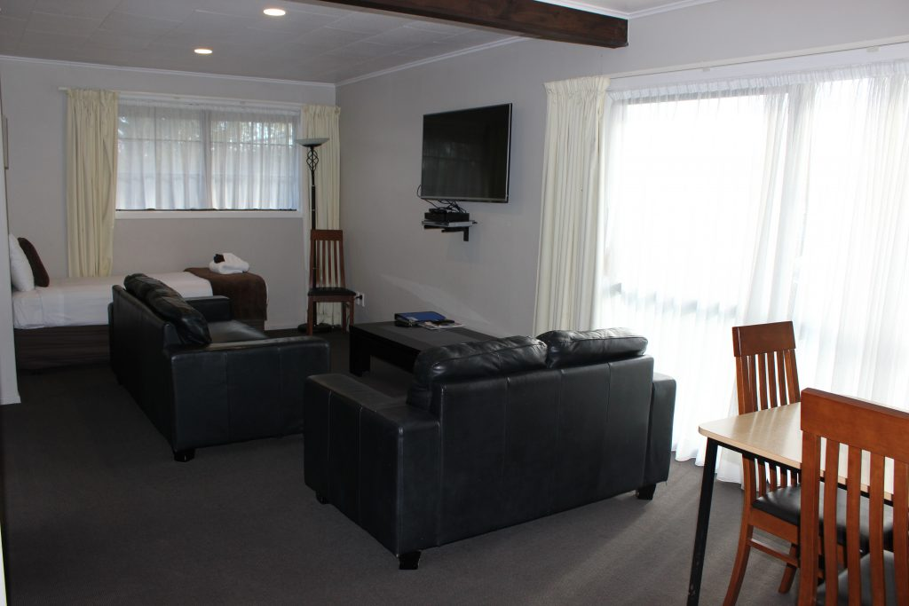 2 bedroom apartment dining